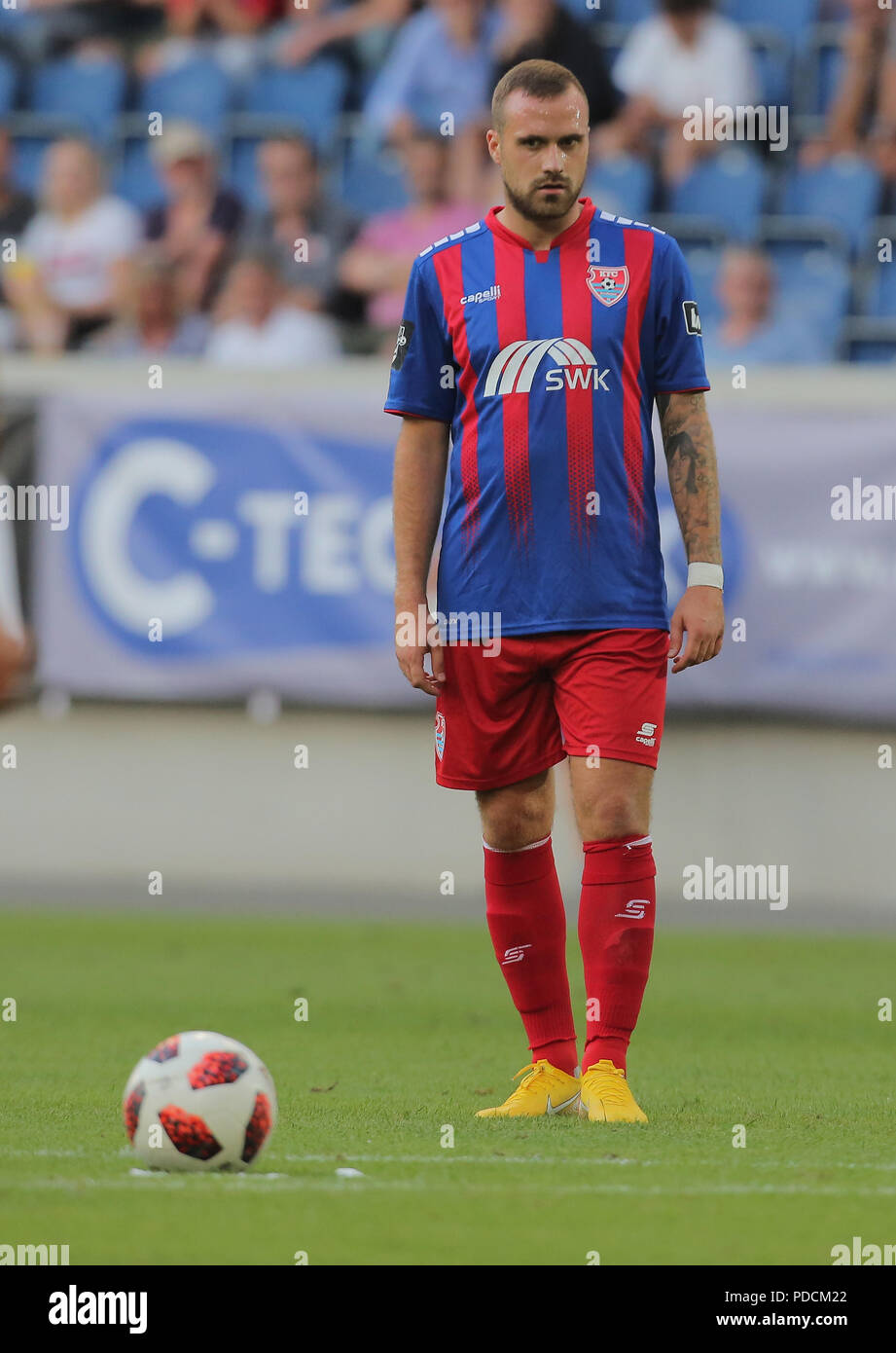 Duisburg, Germany. 08th Aug, 2018. Duisburg, Germany August 8 2018, 3rd league matchday 3, KFC Uerdingen 05 vs SV Meppen: Maximilian Beister (KFC) schaut. Credit: Juergen Schwarz/Alamy Live News Stock Photo