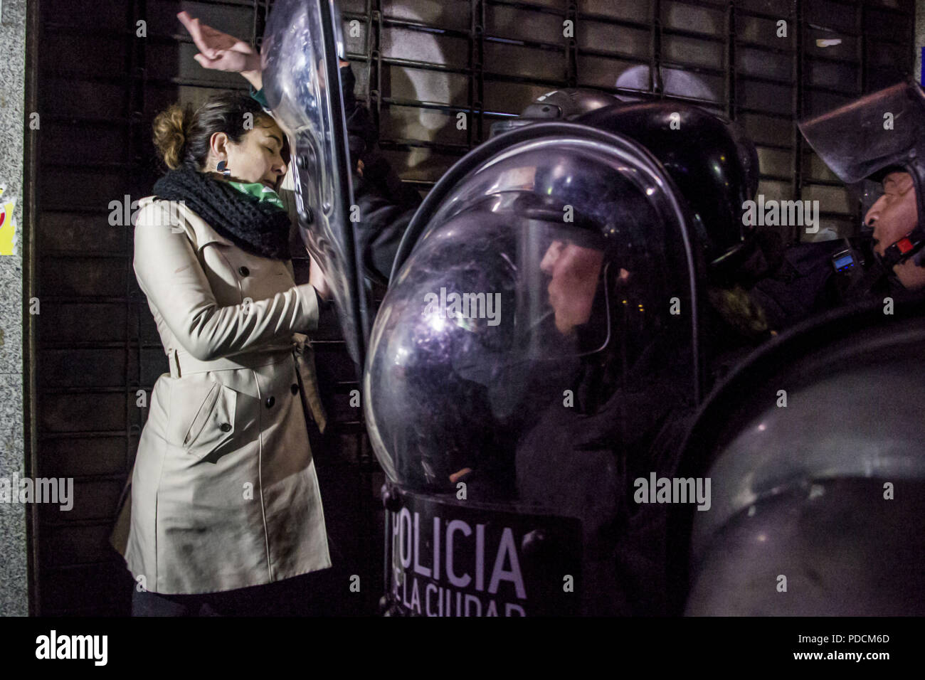 Buenos Aires, Argentina. 9th Aug, 2018. The Vigil by Law of the Abortion culminated in strong operation of security on the part of the Police of the City of Buenos Aires after knowing the decision of the Senate against the approval of the law. The Buenos Aires Police prevented the work of the press. Credit: Roberto Almeida Aveledo/ZUMA Wire/Alamy Live News - Stock Image