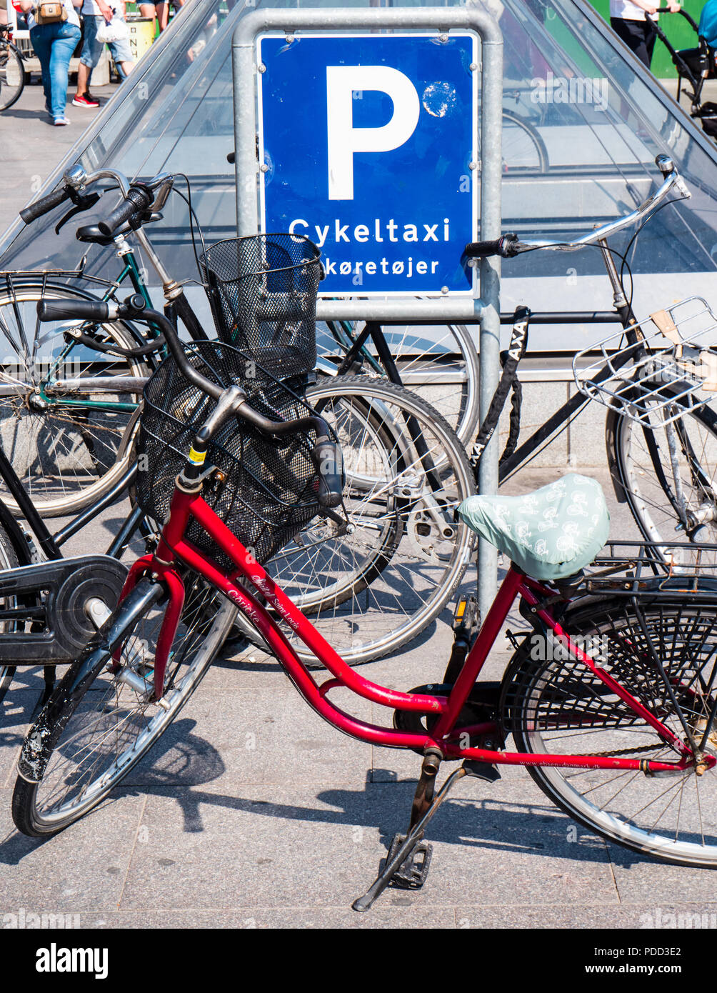Cycle Parking Outside, Magasin du Nord, Department Store, owned by Debenhams, Copenhagen, Zealand, Denmark, Europe. - Stock Image