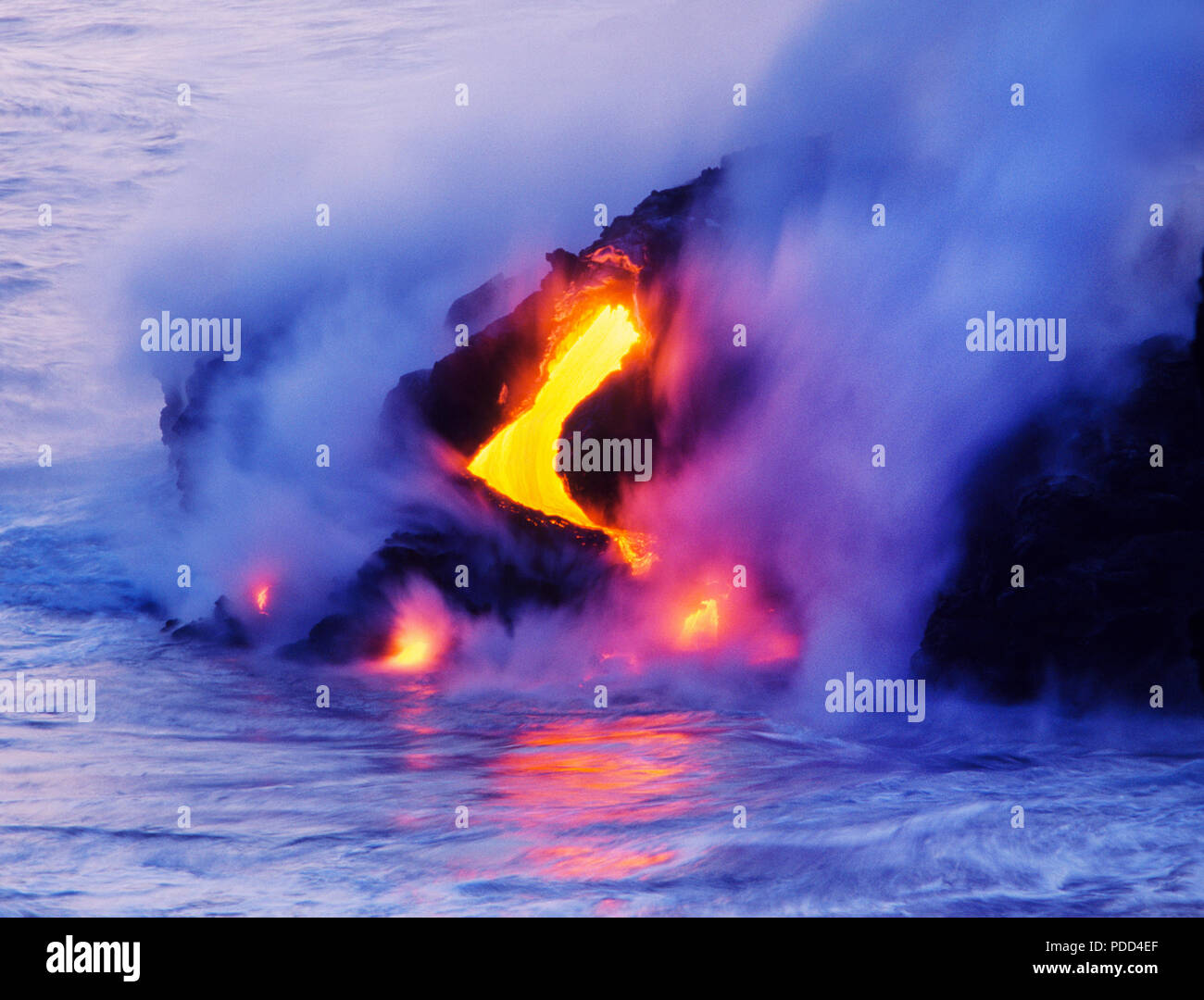 Lava flow, Kilauea Volcano, Hawaii. Lava hitting ocean and cooling - Stock Image