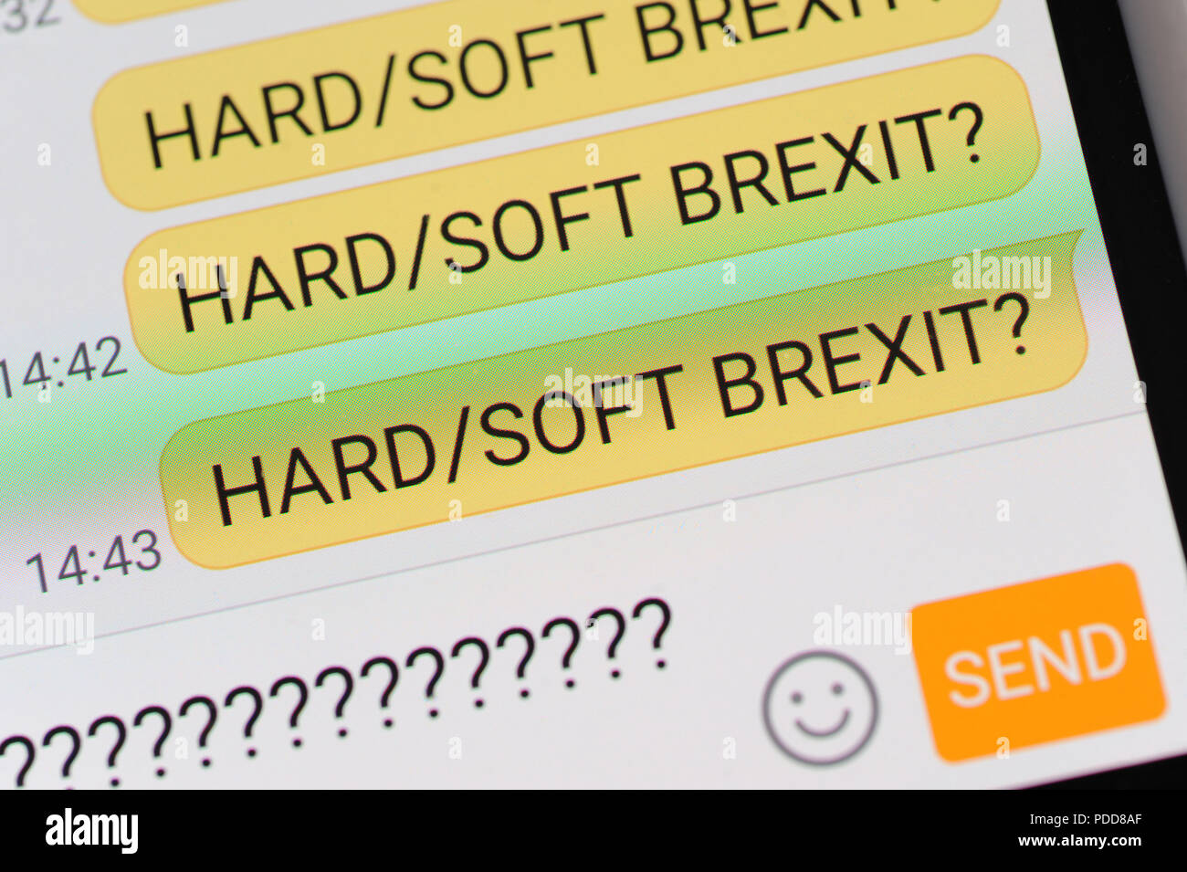 HARD SOFT BREXIT TEXT MESSAGE ON SMARTPHONE RE BREXIT DEAL TRADE UK ECONOMY NO DEAL NEGOTIATIONS - Stock Image