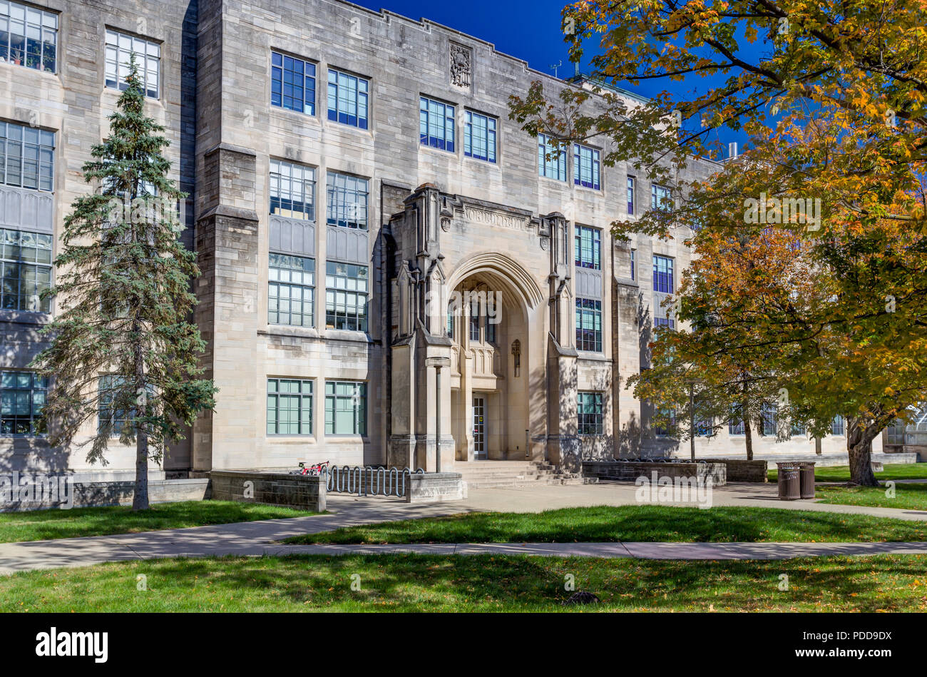 BLOOMINGTON, IN/USA - OCTOBER 22, 2017: College Science Building and Jordan Hall on the campus of the University of Indiana. - Stock Image