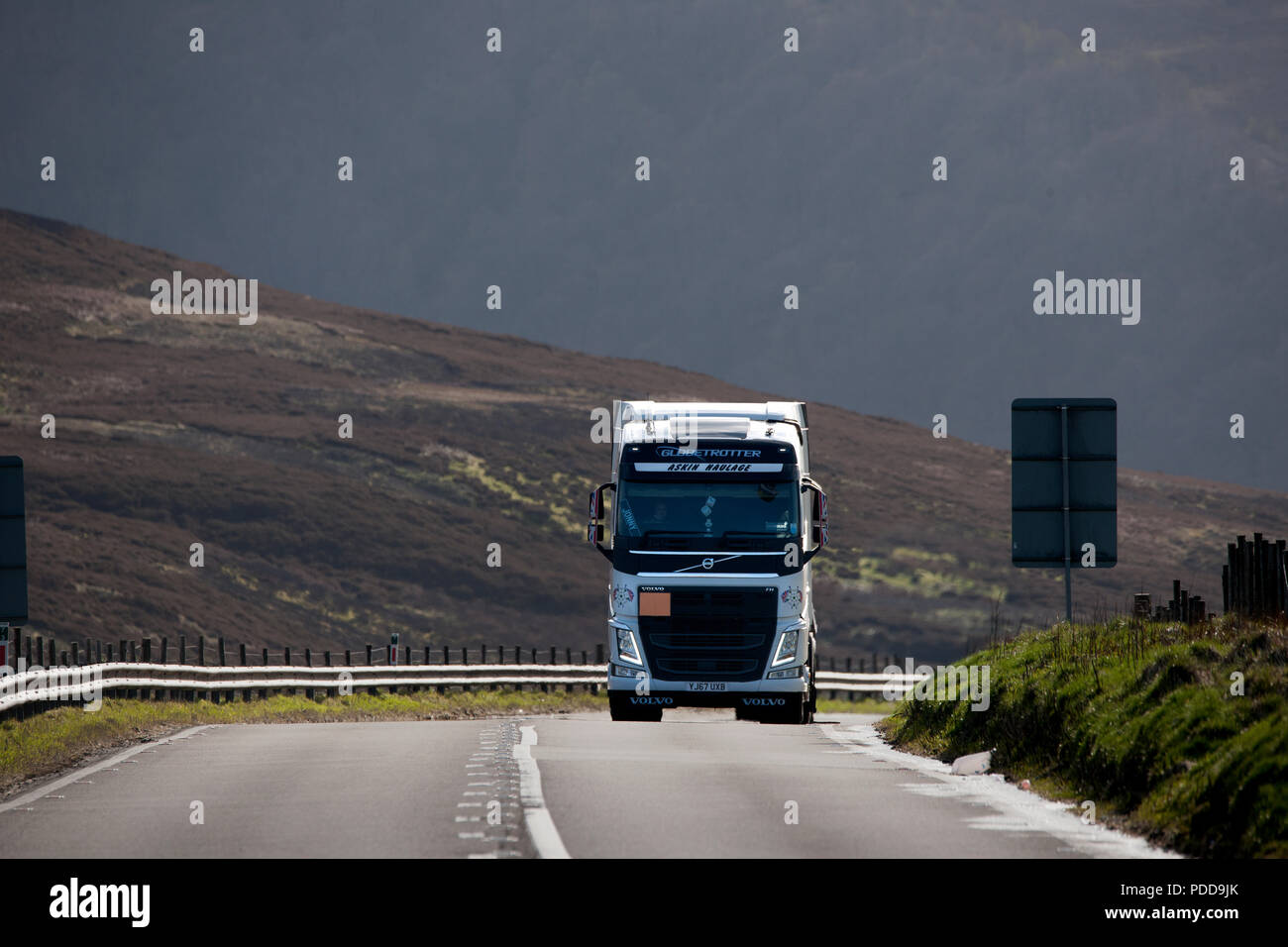 Volvo Globetrotter truck climbing a long incline on Woodhead Pass, Yorkshire Stock Photo