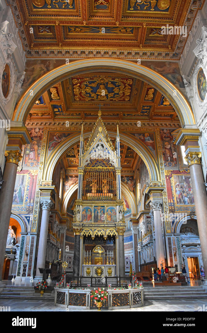 Italy, Rome, basilica of San Giovanni in Laterano, central nave. - Stock Image