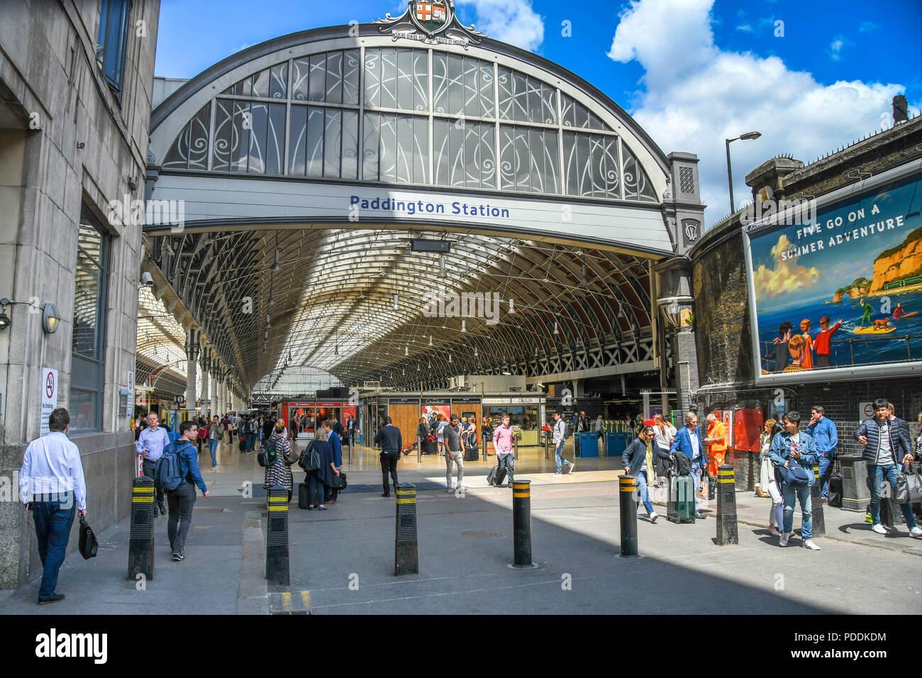 Wide angle view of the entrance to London Paddington railway station Stock Photo