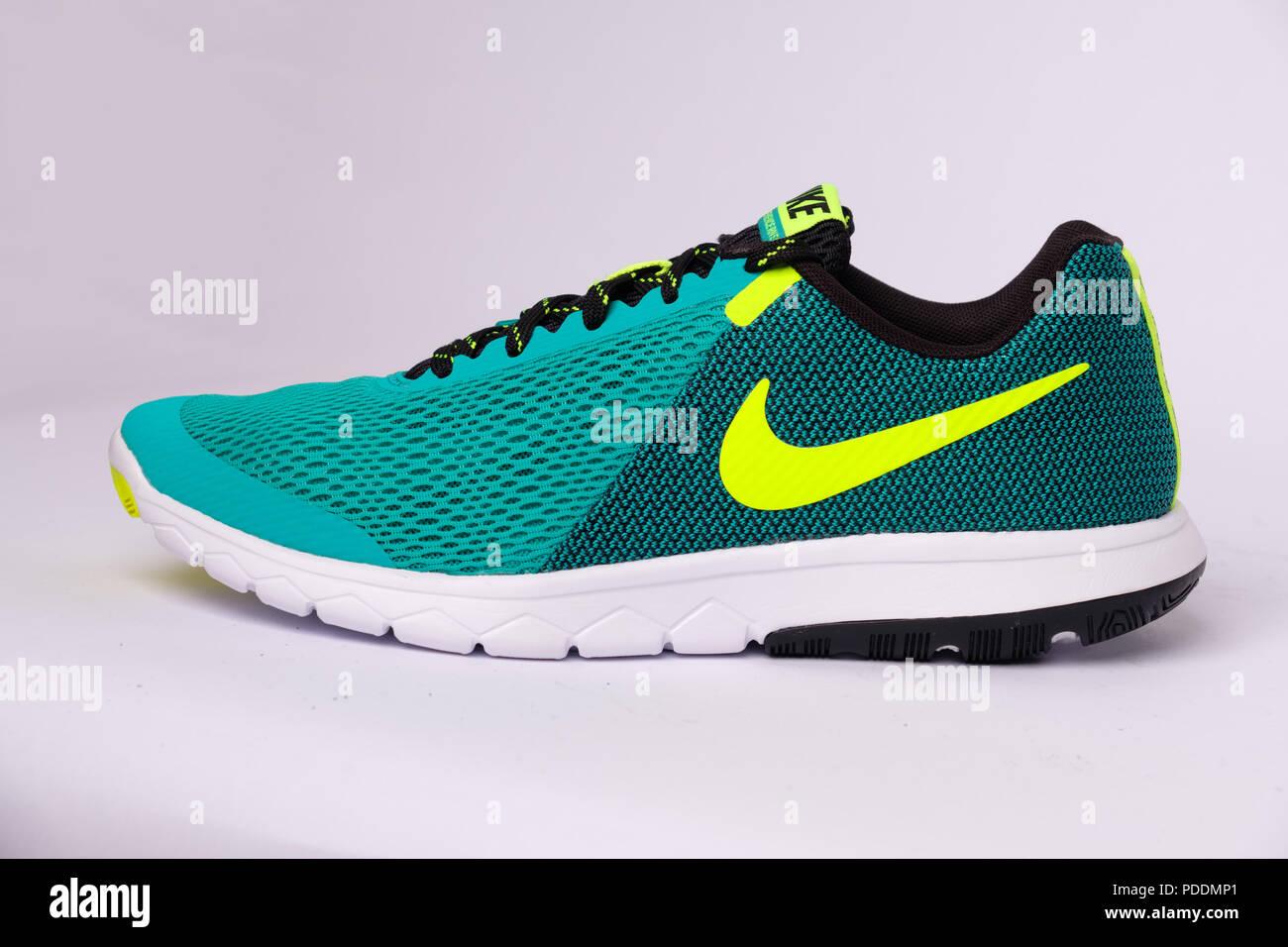 Green Nike Flex Experience RN 5 running