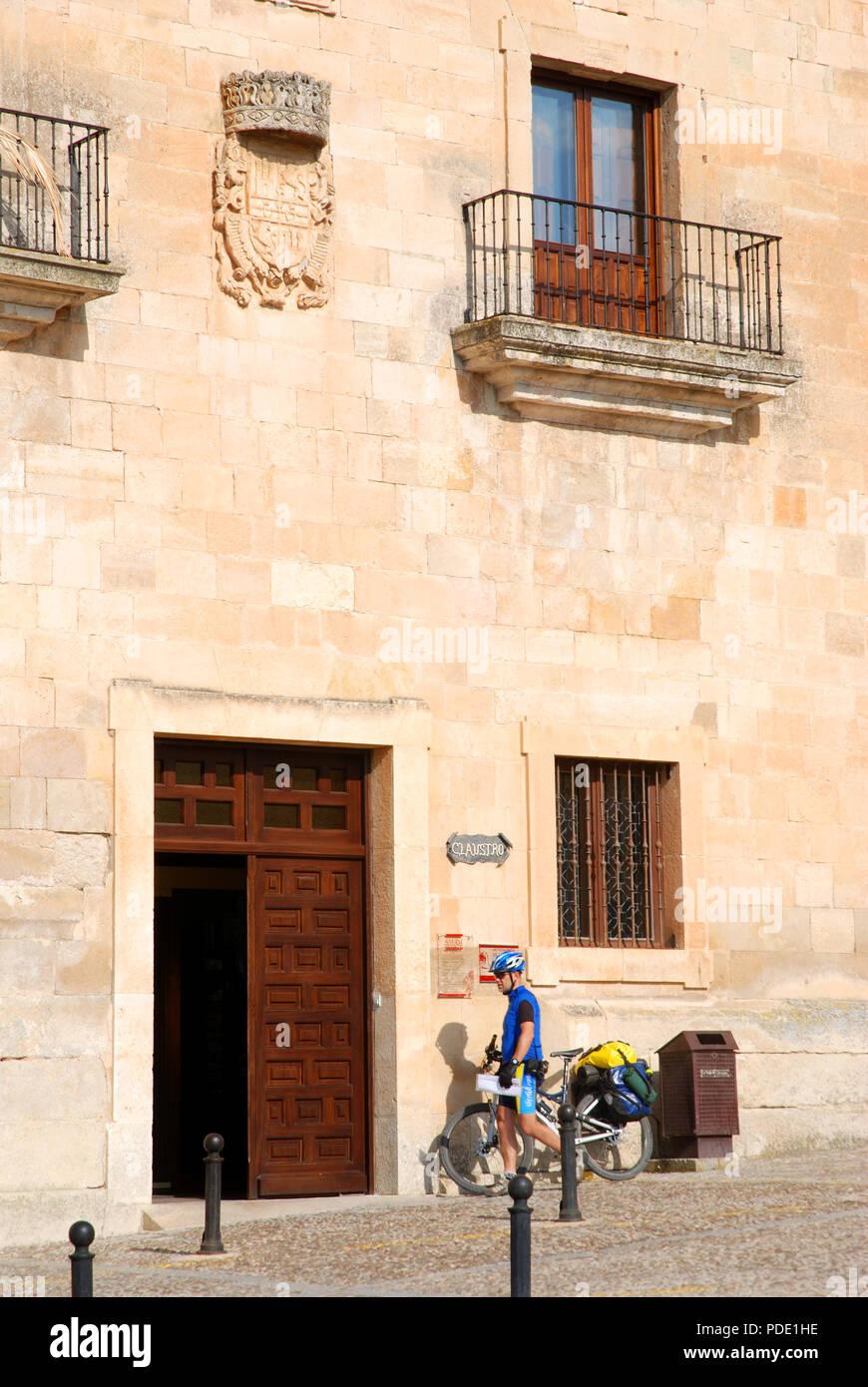 Pilgrim ciclist entering the monastery. Santo Domingo de Silos, Burgos province, Castilla Leon, Spain. - Stock Image