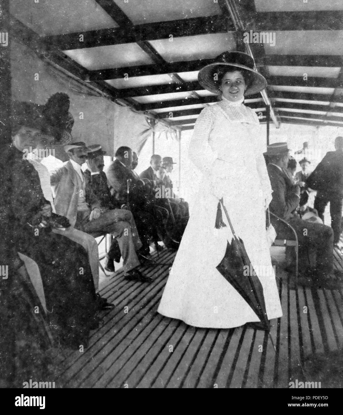 380 Woman, hat, umbrella, smile, ship, travelling Fortepan 8101 Stock Photo