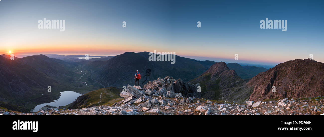 Sunset over the mountains above Ogwen snowdonia - Stock Image