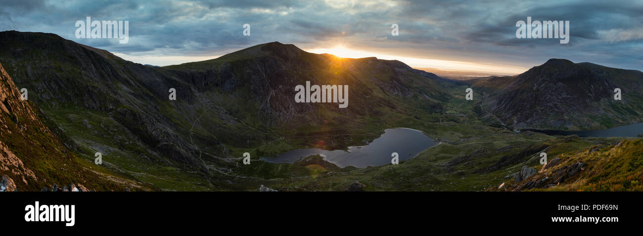 Sunset over the Ogwen valley, with Lllyn ideal in the foreground - Stock Image