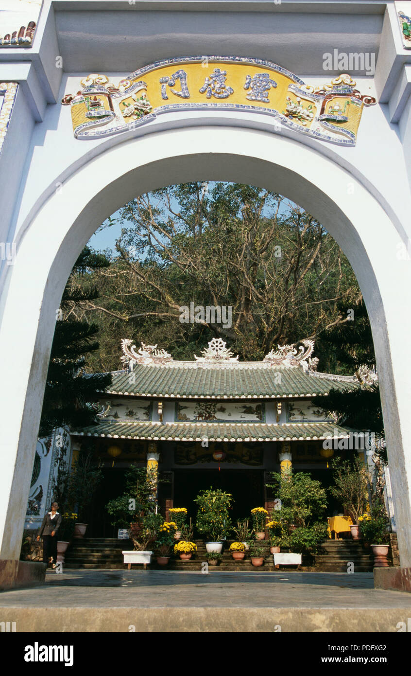 View through ornate gateway at Tam Thai Pagoda, Thuy Son, near Danang in the Marble Mountains - Stock Image