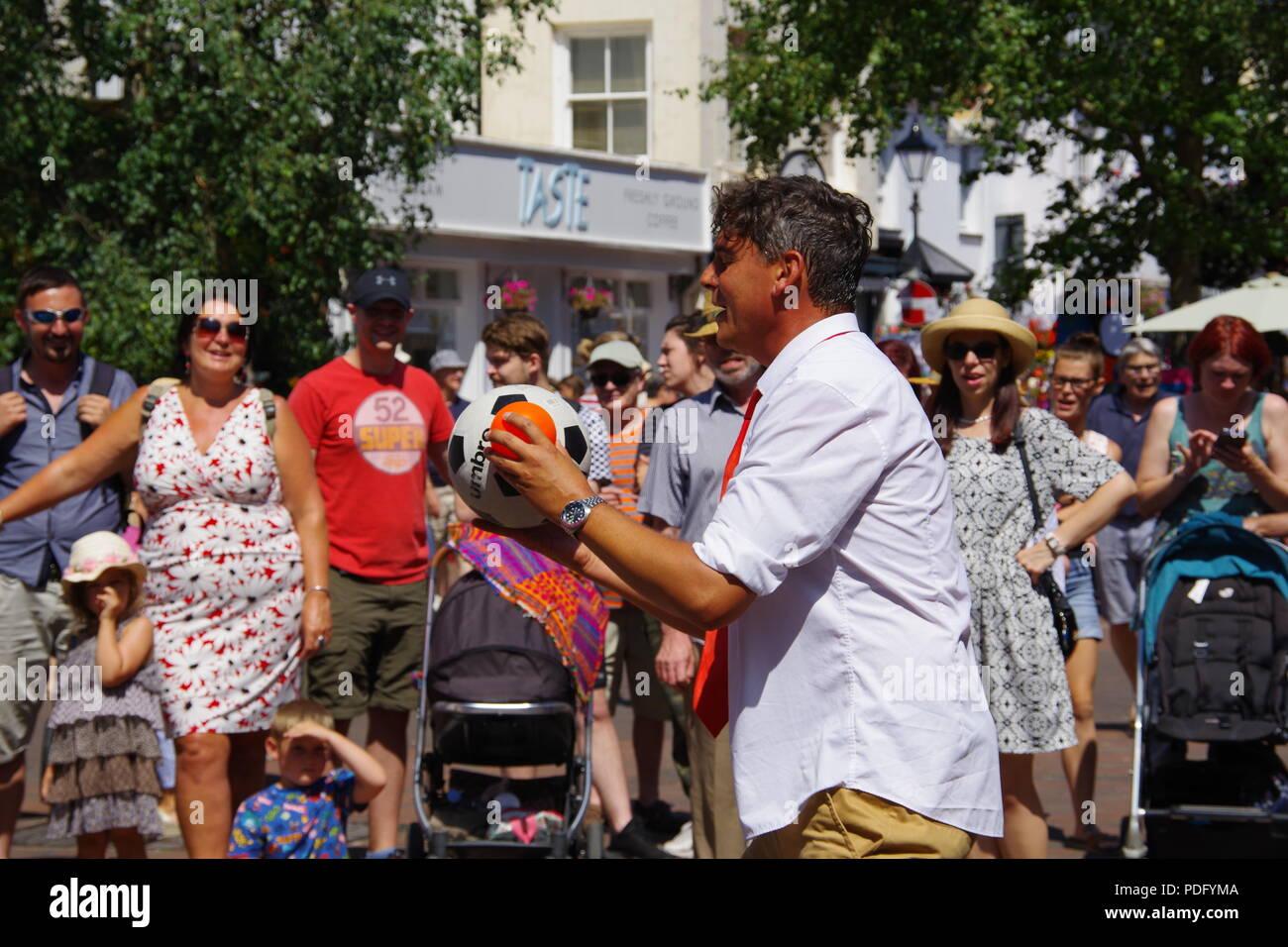 Children's Entertainer Juggles Balls at Sidmouth Folk Festival, East Devon, UK. August, 2018. Stock Photo