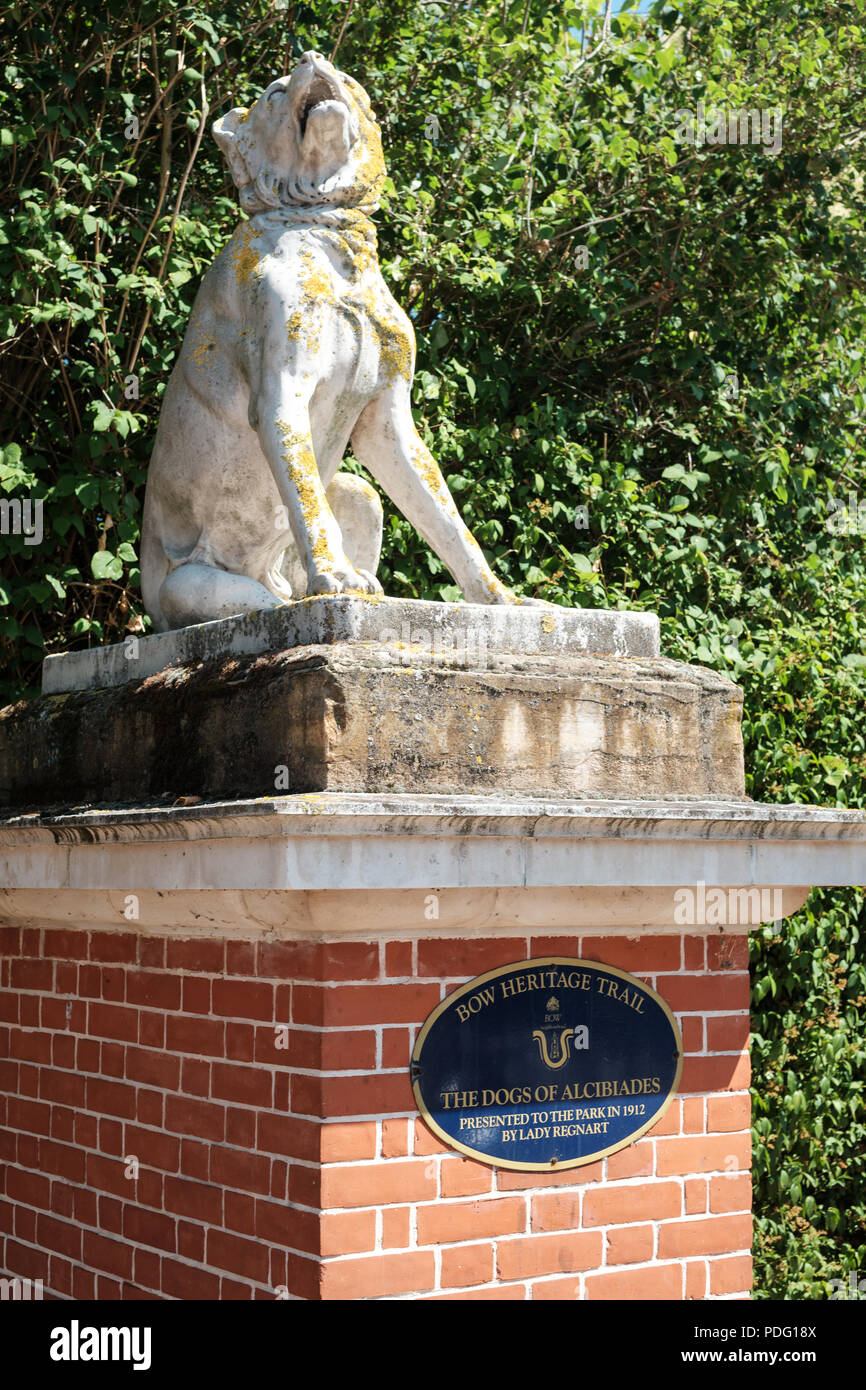 Dogs of Alcibiades statue at the entrance to Victoria Park, East London, UK Stock Photo