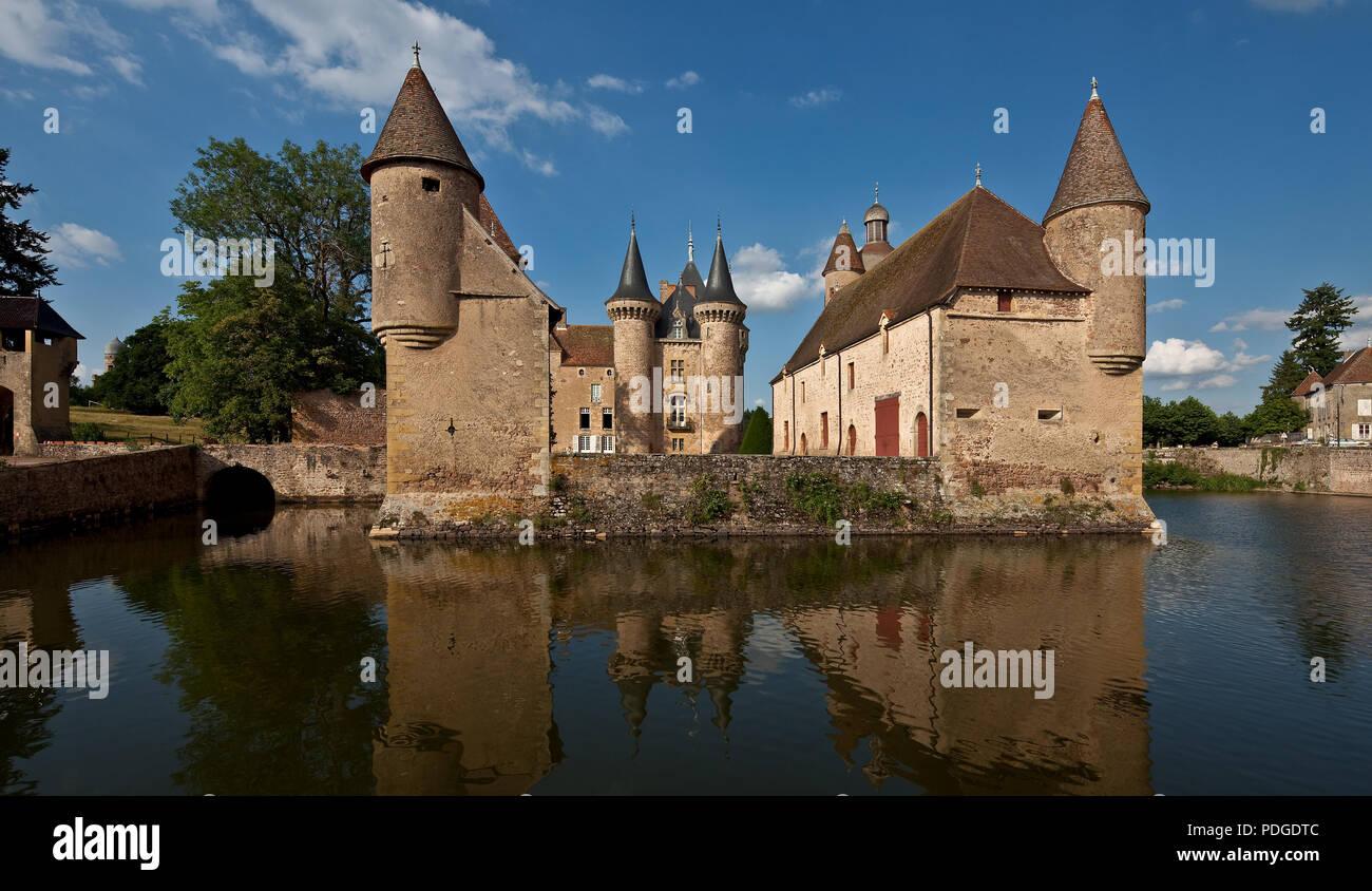 La Clayette Burgund Wasserschloß heutiges Erscheinungsbild von 1380 teilweise im 19 Jh überformt Ansicht von Westen - Stock Image