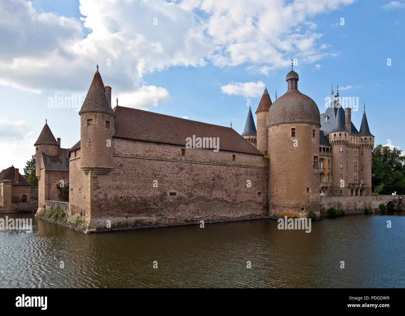La Clayette Burgund Wasserschloß heutiges Erscheinungsbild von 1380 teilweise im 19 Jh überformt Ansicht von Süd-Südwest - Stock Image