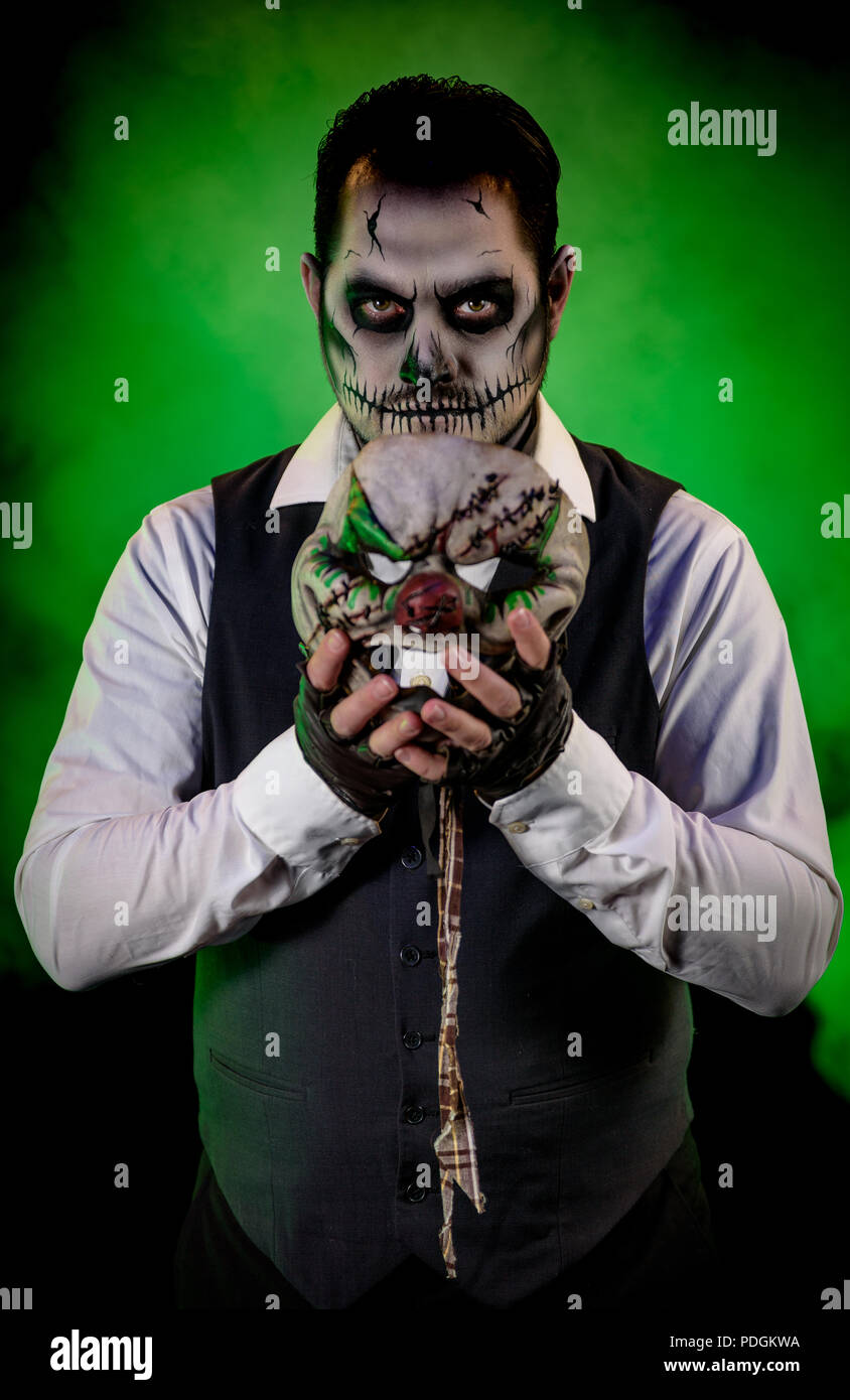 Scary Halloween Makeup For Guys With Beards.Portrait Of A Nicely Dressed Man With Skull Makeup Holding