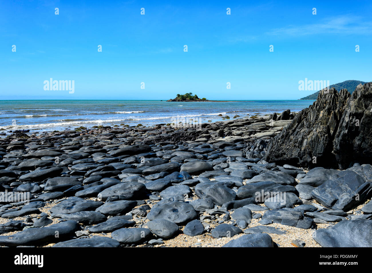 Rocky Coastline at Thornton Beach, Daintree National Park, Cape Tribulation, Far North Queensland, FNQ, QLD, Australia - Stock Image