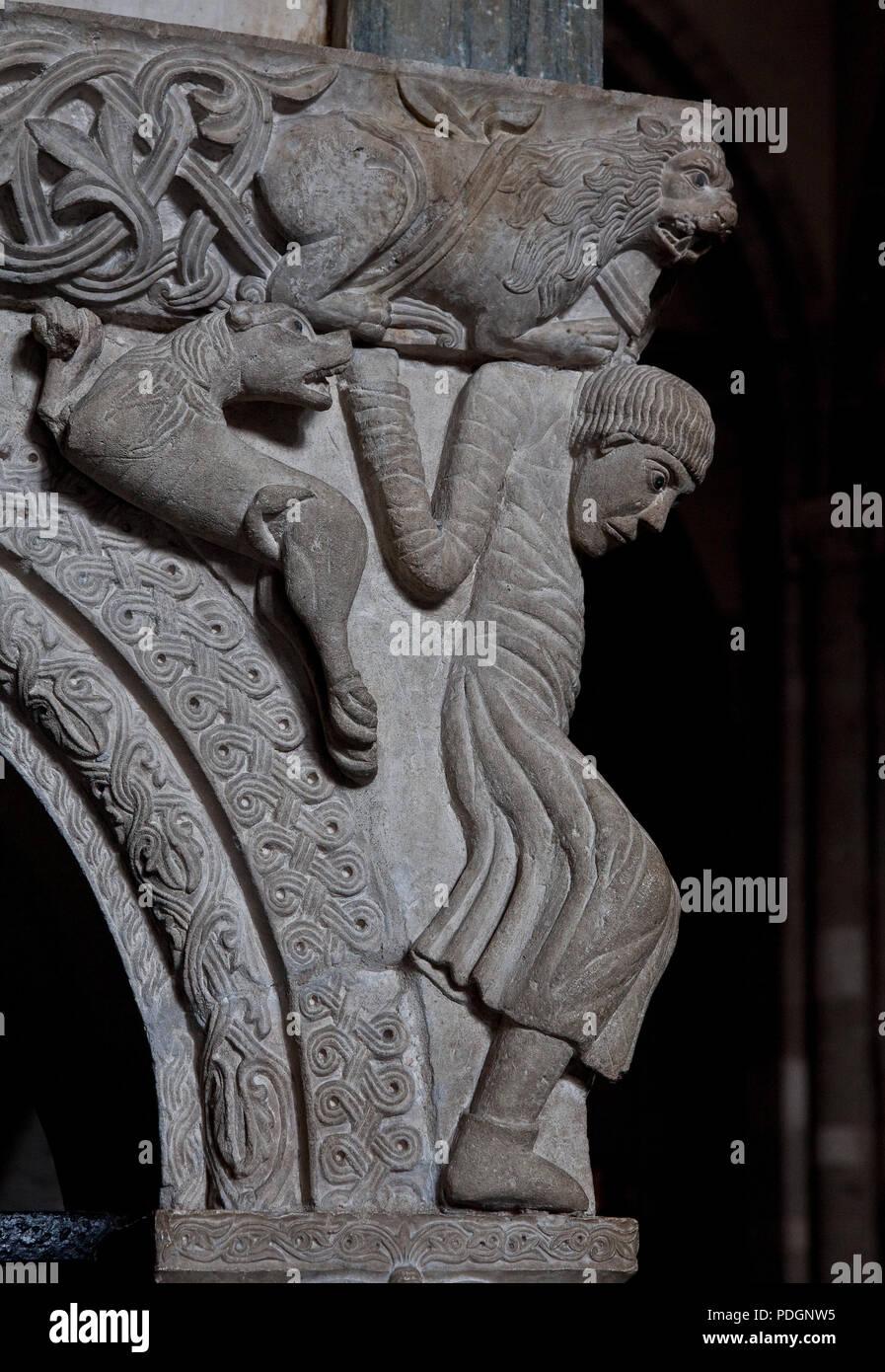 Italien Milano Mailand Kirche San Ambrogio 12 Jh  Marmorkanzel komponiert aus romanischen Spolien SW-Ecke Löwen tragender Atlant auf Adlerkapitell ste - Stock Image