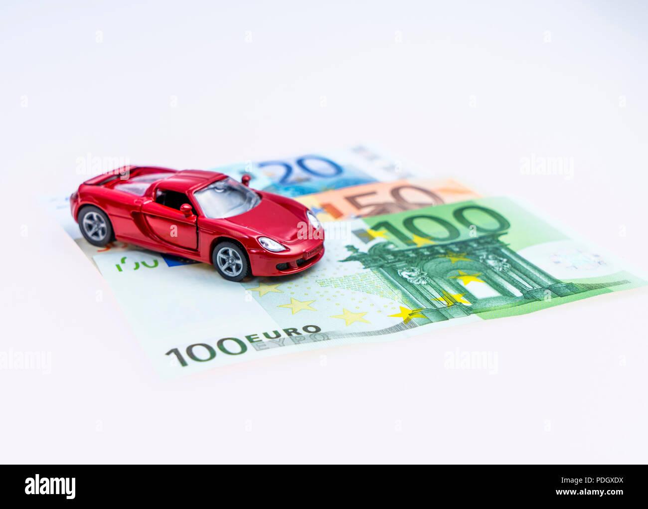 Modellauto und Euro Scheine, Studioaufnahme Stock Photo