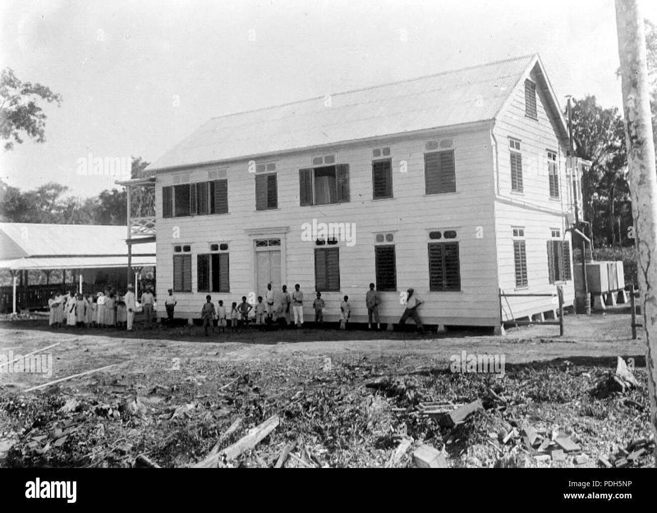 282 Rooms-Katholiek meisjes internaat in Suriname - Collectie stichting Nationaal Museum van Wereldculturen - TM-10018889 - Stock Image
