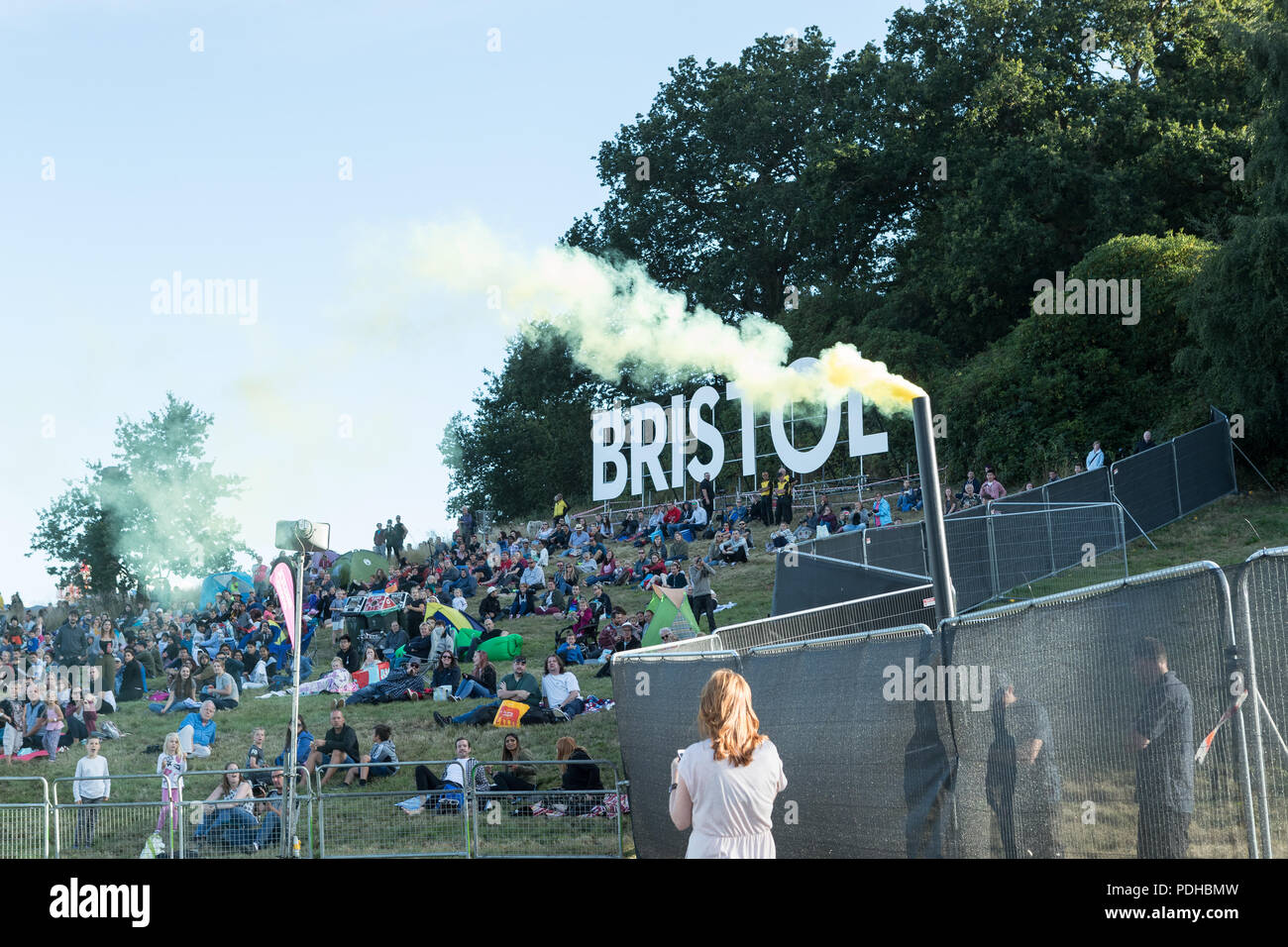 Ashton Court, Bristol, UK. 09 August 2018. Despite large crowds gathering in the sun at Ashton Court for the Special Shaped Balloon launch, the winds proved to be too strong to permit the balloons to fly safely. Organisers are hoping for better flying condition on Friday morning's first mass launch celebrating 40 years of the fiesta.  Neil Cordell/Alamy Live News - Stock Image