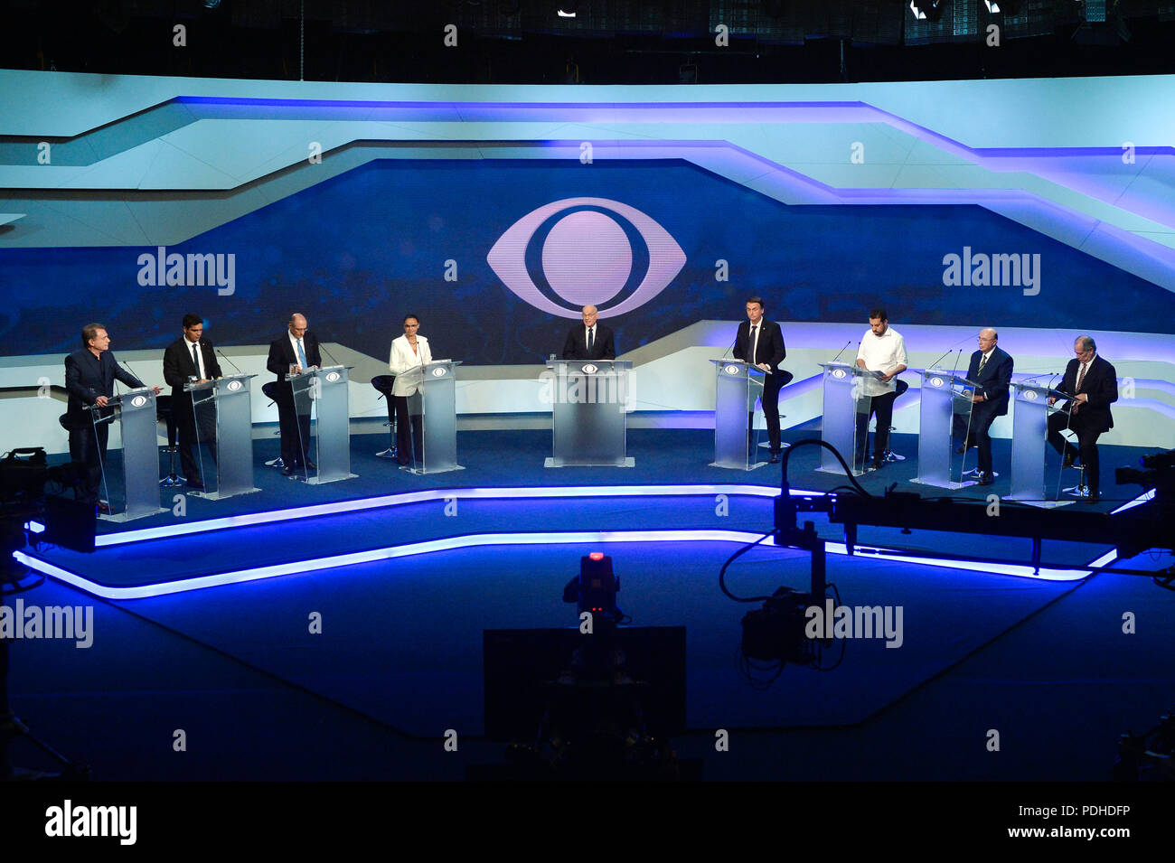 Sao Paulo, Brazil, on August 9, 2018. (L-R) Brazilian presidential candidates Alvaro Dias (Podemos), Cabo Daciolo (Patriota), Geraldo Alkmin (PSDB), Marina Silva (Rede), moderator journalist Ricardo Boechat, Jair Bolsonaro (PSL), Guilherme Boulos (PSOL), Henrique Meirelles (MDB) and Ciro Gomes (PDT) take part in the first presidential debate ahead of the October 7 general election, at Bandeirantes television network in Sao Paulo, Brazil, on August 9, 2018.  (PHOTO: LEVI BIANCO/BRAZIL PHOTO PRESS) - Stock Image