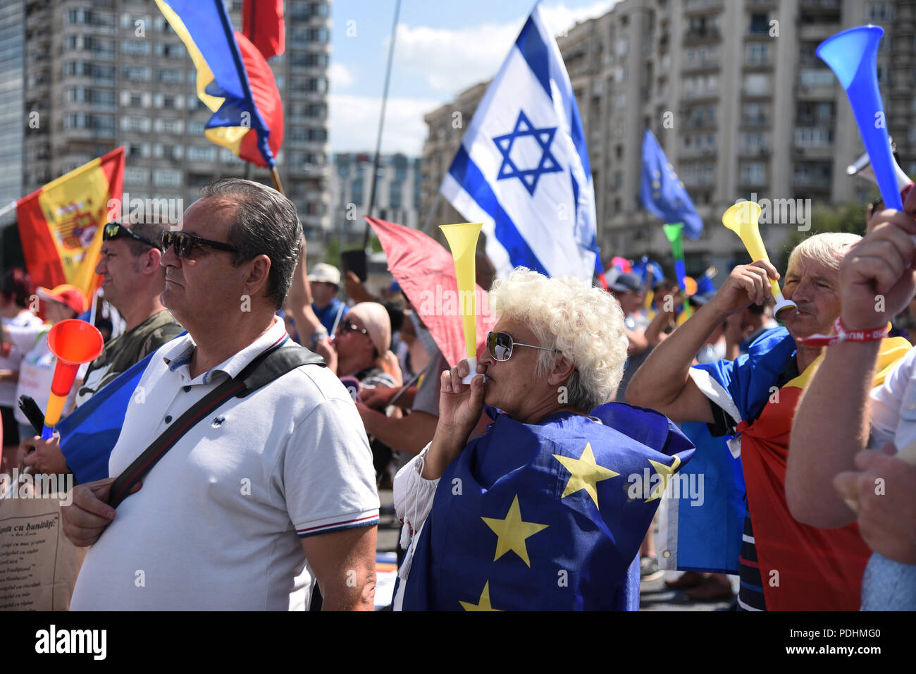Bucharest, Romania. 10th August, 2018. Romanian expatriates protest against the government in Bucharest - 10 August 2018 Credit: Alberto Grosescu/Alamy Live News Stock Photo