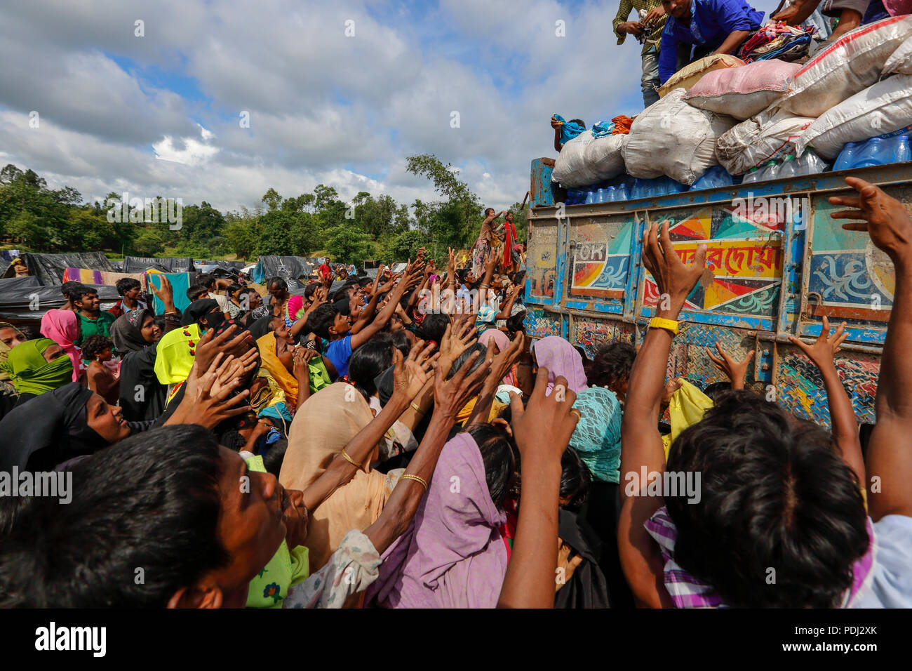 Rohingya refugees scramble for relief materials at Balukhali in Ukhia, Cox's Bazar, Bangladesh - Stock Image