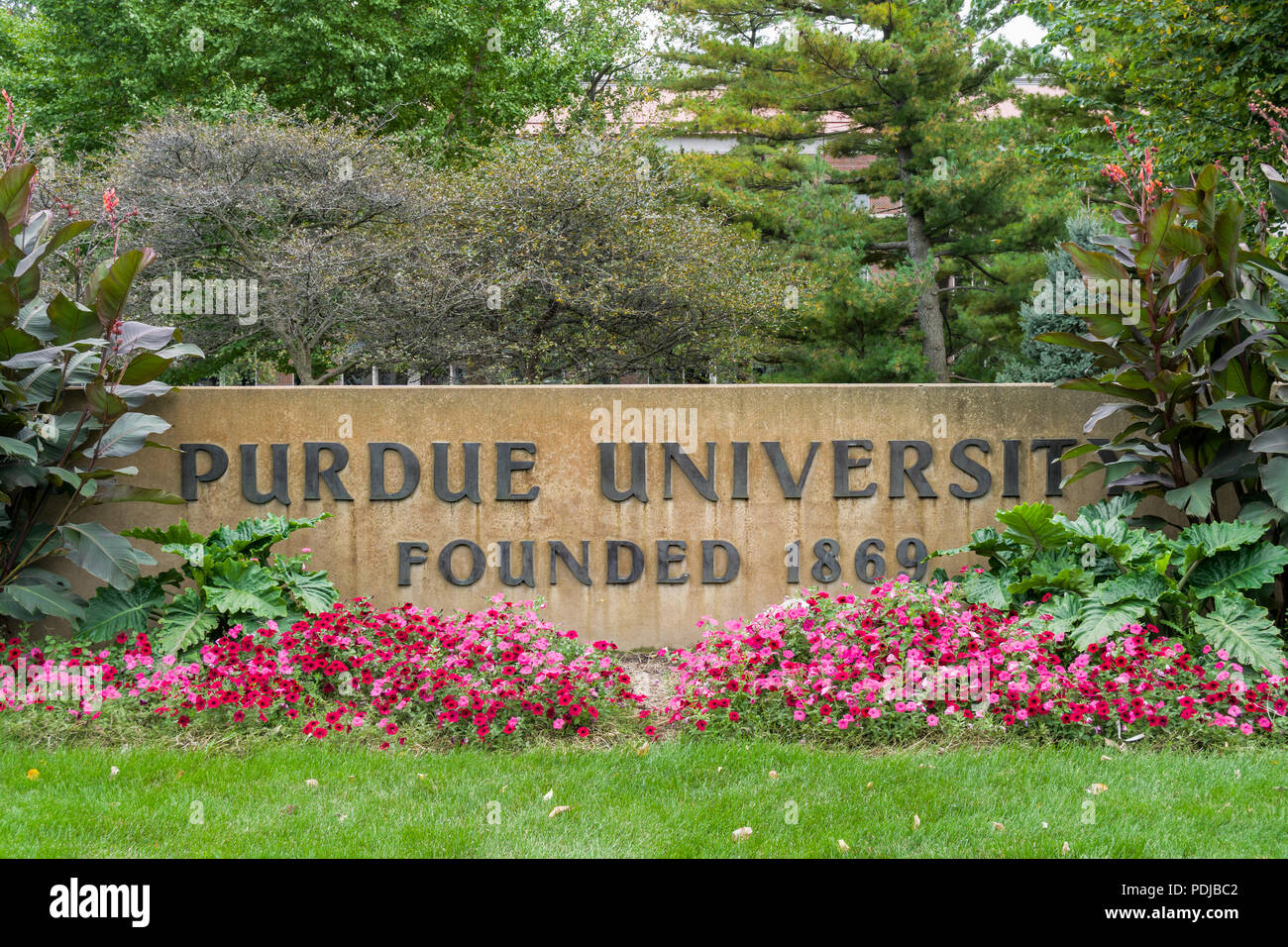 WEST LAFAYETTE, IN/USA - OCTOBER 22, 2017: Entrance Sign on the campus of the Purdue University. - Stock Image