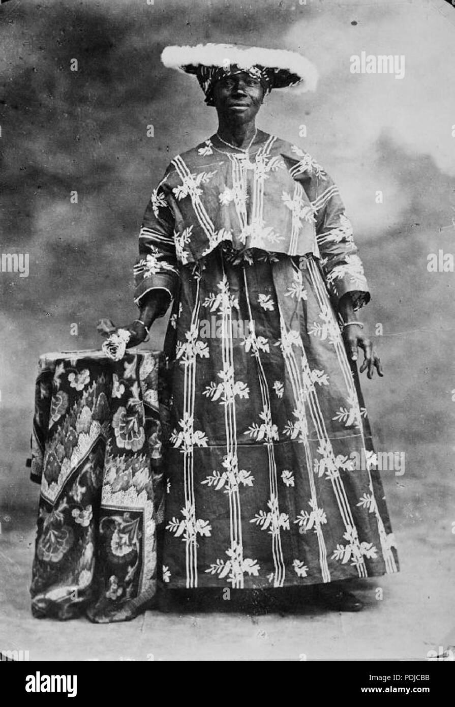 119 Een kotomisi in feestkleding, Suriname - Collectie stichting Nationaal Museum van Wereldculturen - TM-60006551 - Stock Image