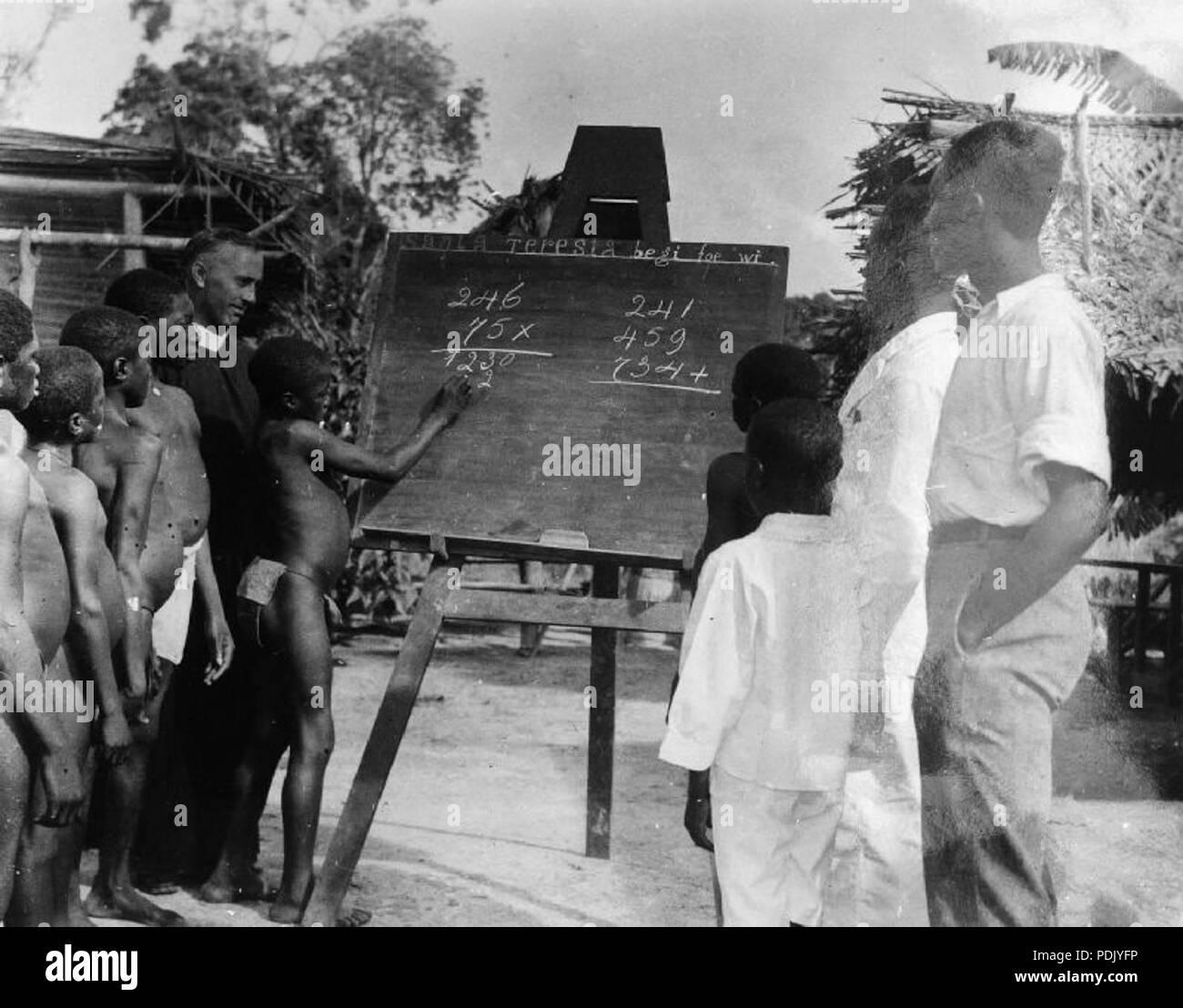 293 School Licieux van de Rooms-Katholieke Missie te Suriname - Collectie stichting Nationaal Museum van Wereldculturen - TM-10018886 - Stock Image