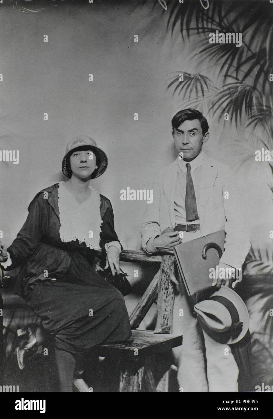 175 Juliette Roche and Albert Gleizes, New York, 1915, Centre Pompidou, Musée national d'art moderne, Bibliothèque Kandinsky (fonds Gleizes) - Stock Image