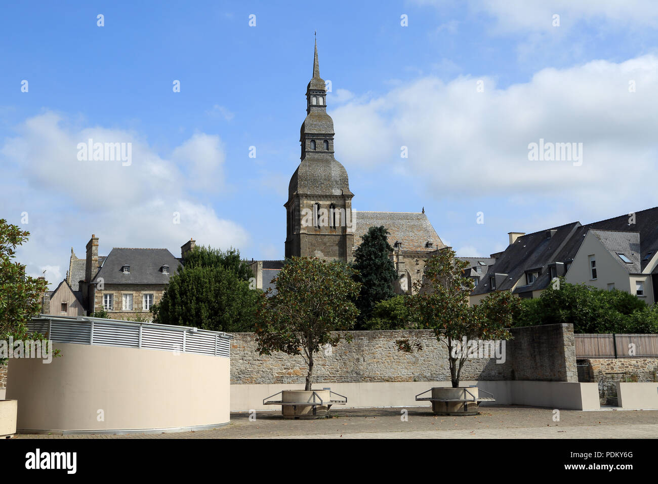 View of Basilic Saint Saveur from Rue Victor Basch, Dinan, Cotes d'Armor, Brittany, France - Stock Image