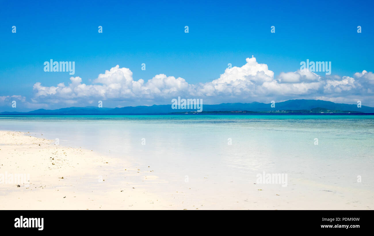 Spectacular white coral sand and clear turquoise waters on Kondoi Beach, Taketomi Island (Taketomi-jima), Yaeyama Islands, Okinawa Prefecture, Japan. - Stock Image