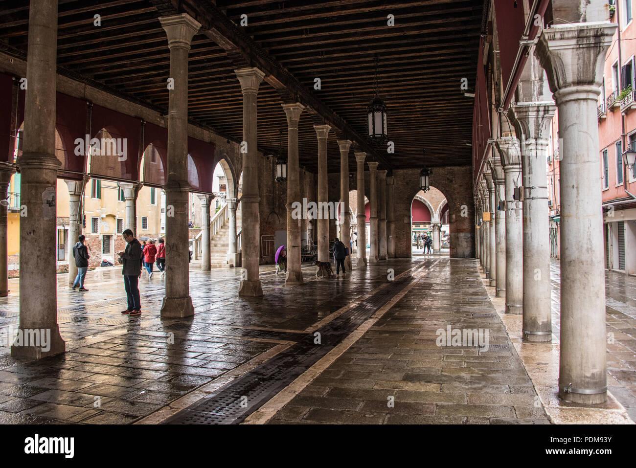 Inside the Mercato del Pesce ai Minuto, Rialto, Venice - Stock Image