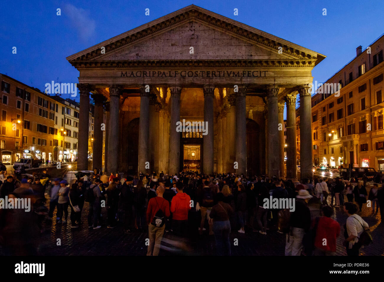 Toruist in front of the Pantheon at night, Rome, Italy. - Stock Image
