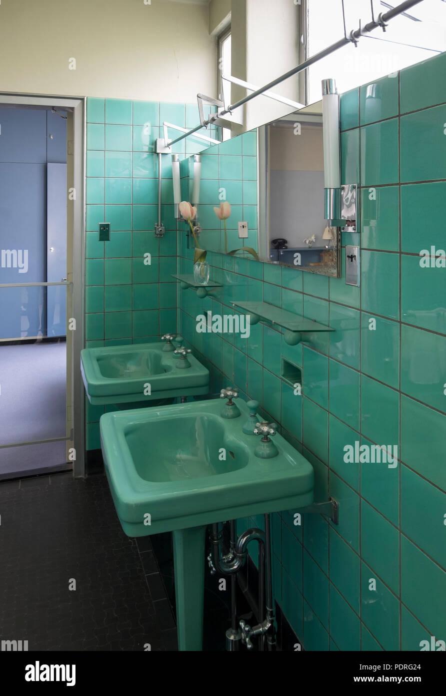 1932-1933 von Brinkman & Van der Vlugt erbaut, Badezimmer im 2. Obergeschoß Stock Photo