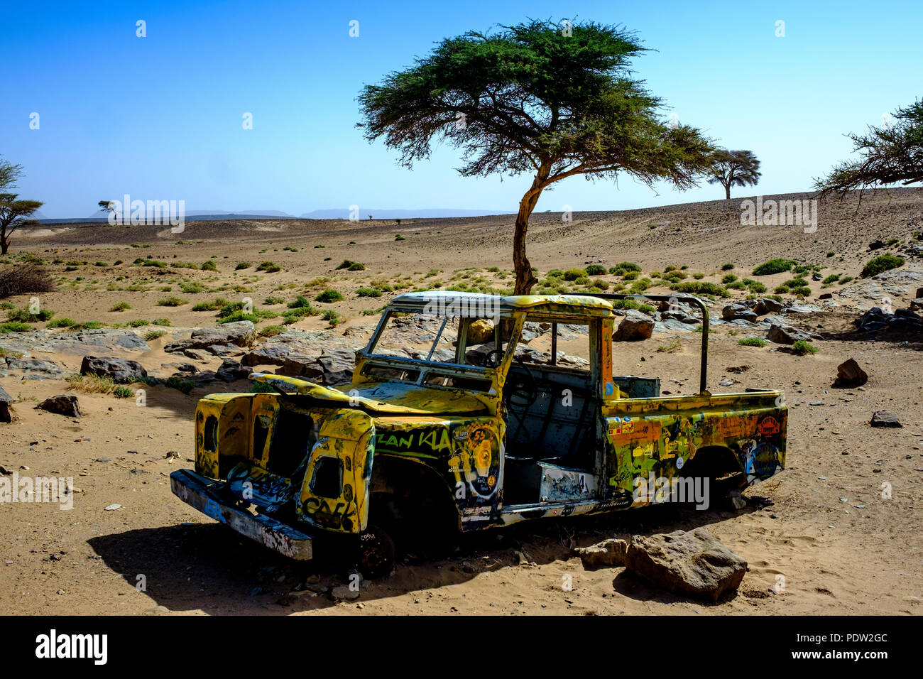 An old abandoned Land Rover in the Sahara desert at L'oasis Sacrée, Morocco - Stock Image