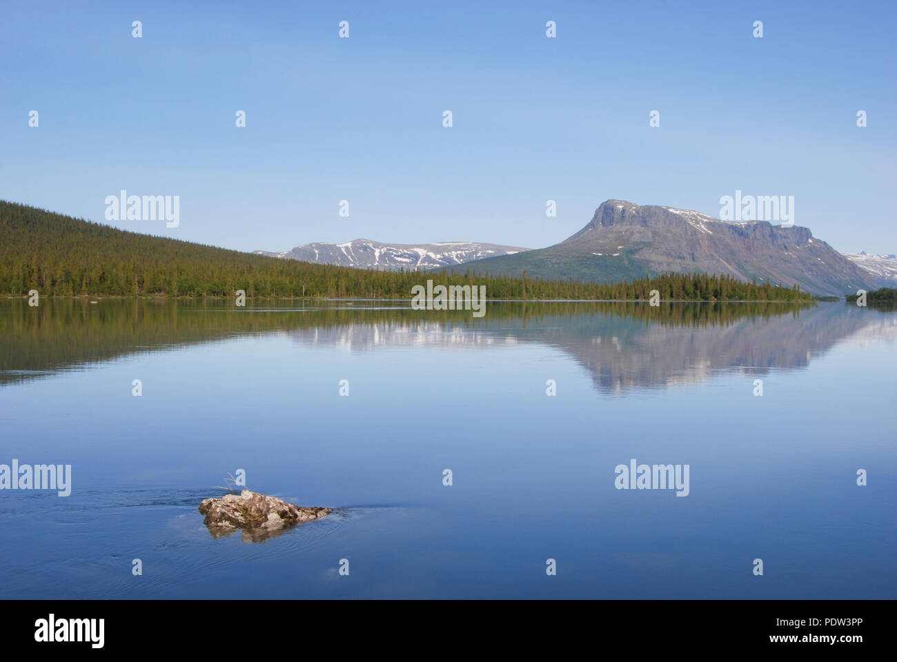 The beauty of Laponia Wilderness - Lake Laitaure Water Reflections - Stock Image