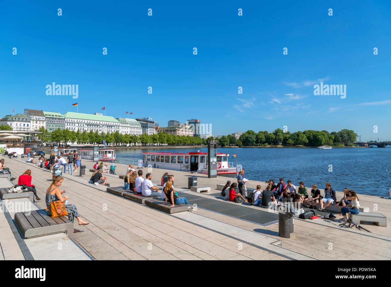 Tourists and tour boats on Binnenalster lake, Hamburg, Germany - Stock Image