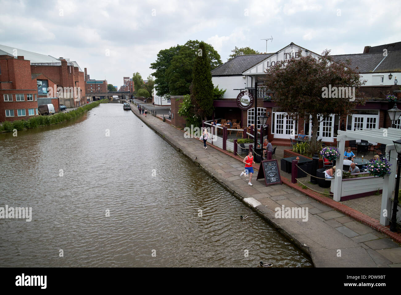 Shropshire union canal main line and lock keeper pub canal side chester cheshire england uk - Stock Image