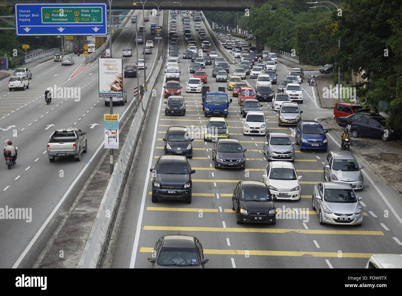 road bottleneck causing traffic crawl - Stock Image