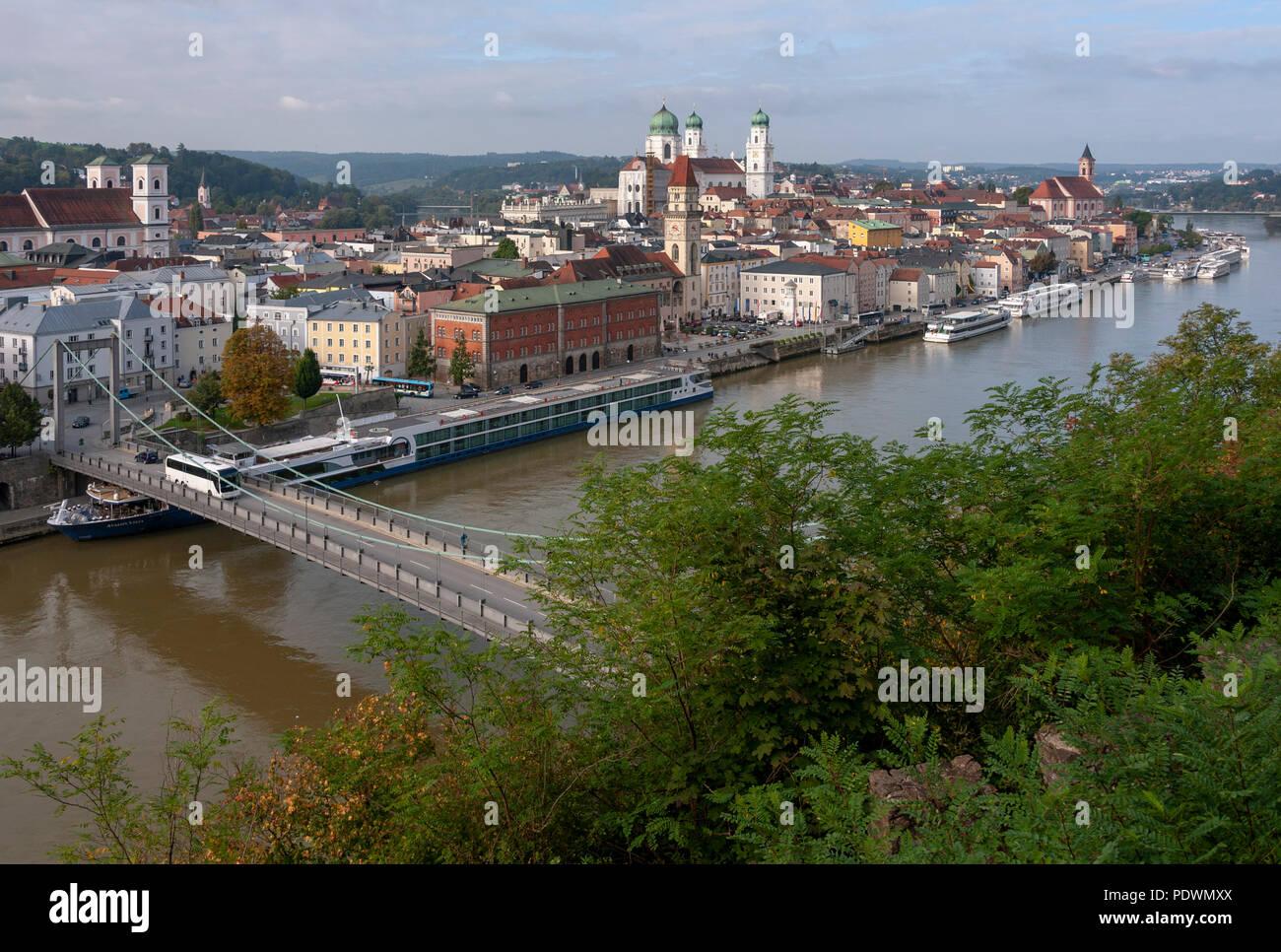 Passau, Stadtansicht. Totale von Veste Oberhaus - Stock Image