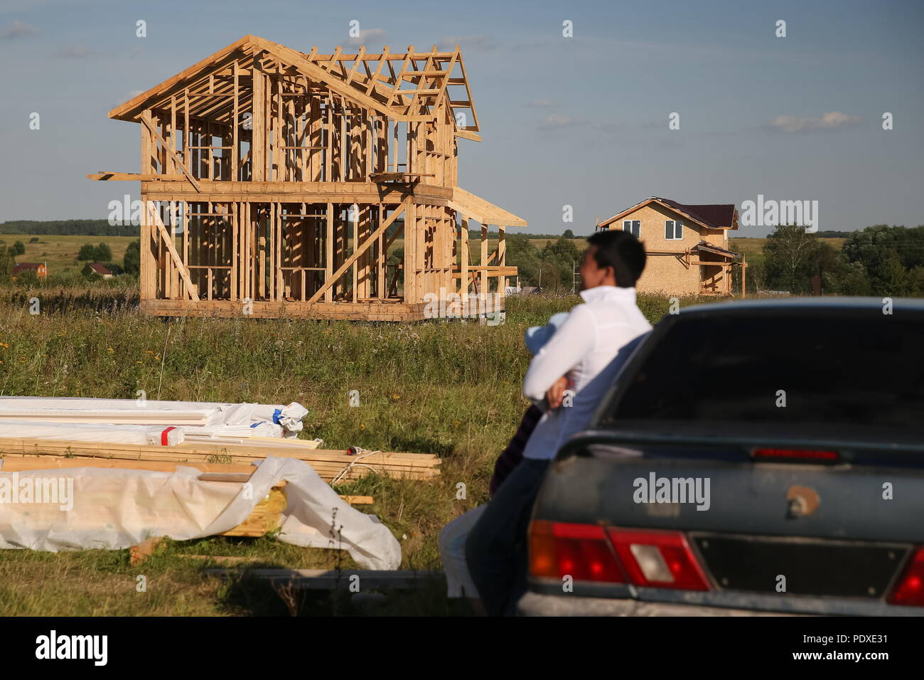 Russia. 09th Aug, 2018. TULA REGION, RUSSIA - AUGUST 9, 2018  A house under  construction in a Kyrgyz settlement in the village of Klishchino, ... 007295ddff