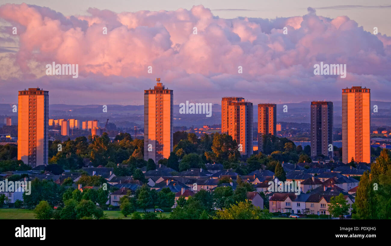 Glasgow, Scotland, UK 11th August. UK Weather: Red dawn on the towers of Southern Glasgow as the high rises in Scotstoun  west of the city reflect the shepherd's warning for the day ahead for the European championships in the city. Gerard Ferry/Alamy news - Stock Image