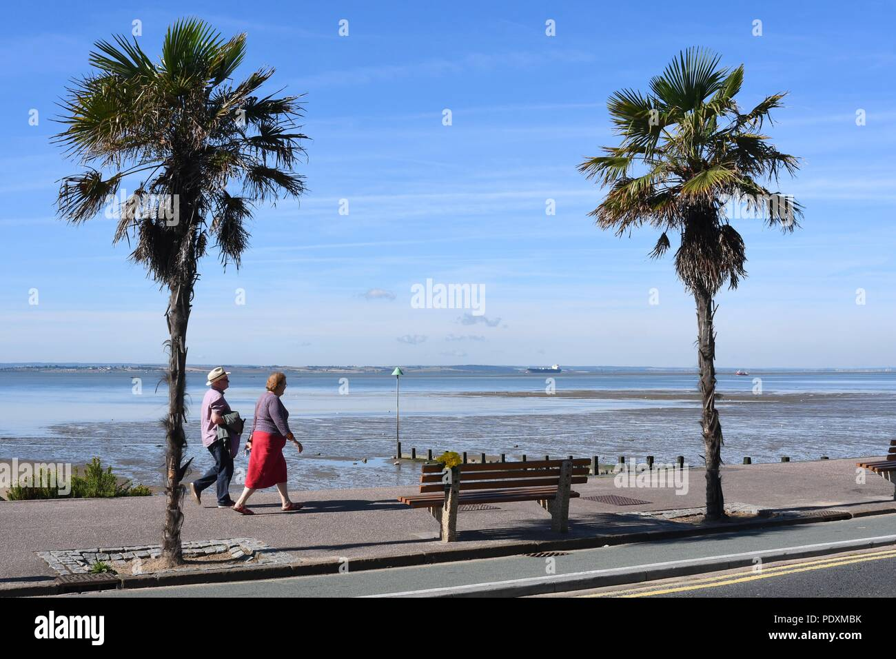 Uk Weather A Warm Start To The Day In Southend A View Of People Walking Along The Sea Front Credit Ben Rector Alamy Live News