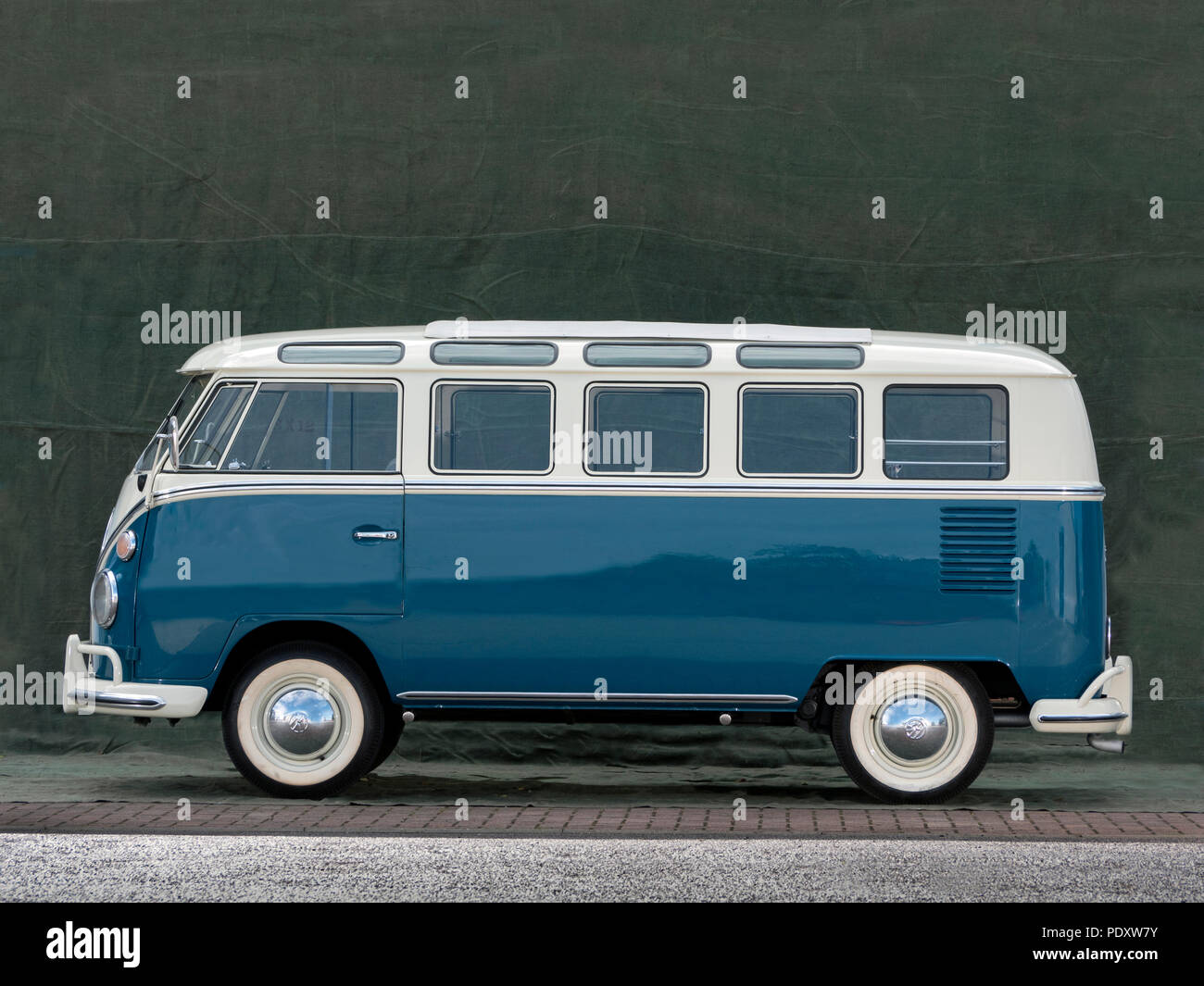 1965 vw t1 21 window micro bus samba stock photo. Black Bedroom Furniture Sets. Home Design Ideas
