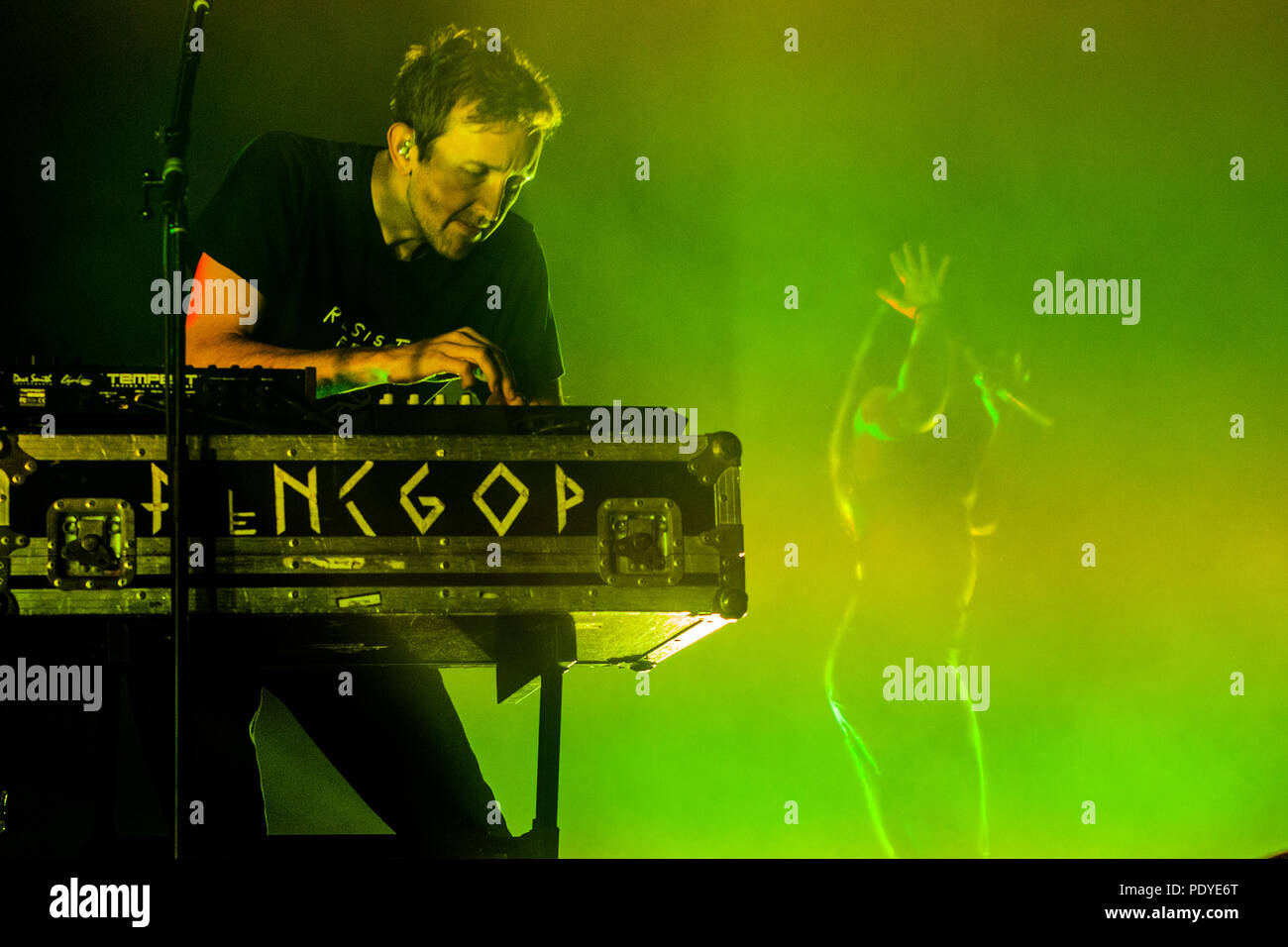 Amelia Meath and Nick Sanborn of Sylvan Esso performing at the Bomb Factory in Dallas, Texas on March 20, 2018. - Stock Image