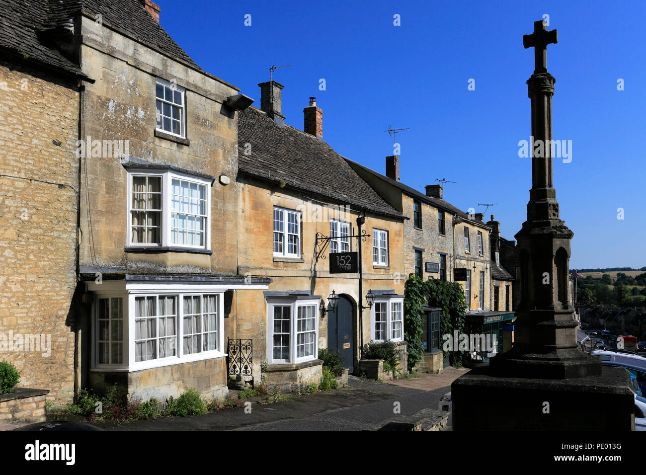 Street Scene at the Georgian Town of Burford, Oxfordshire Cotswolds, England, UK - Stock Image