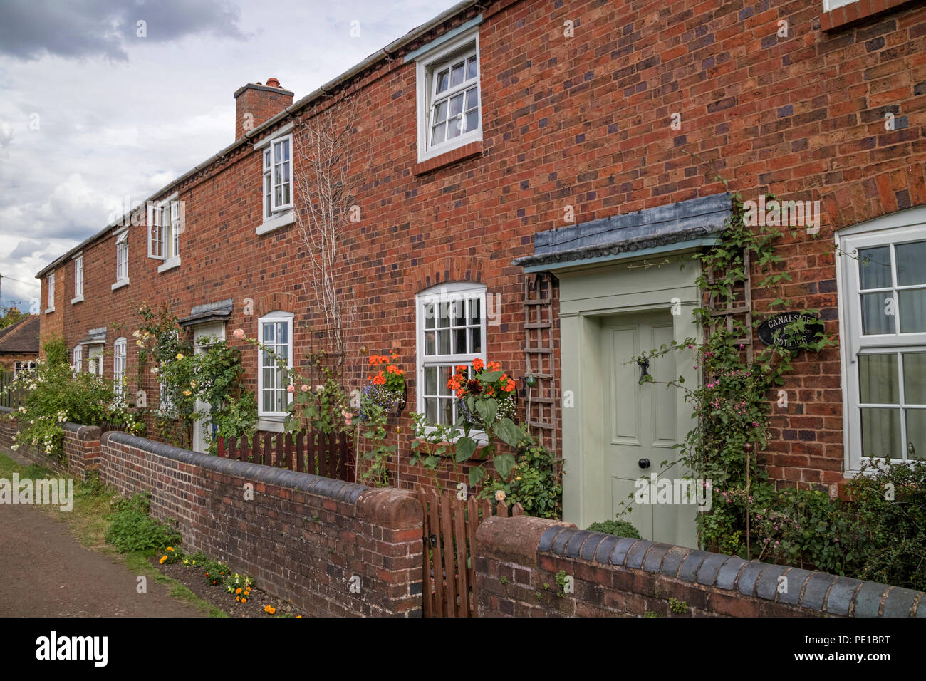 Waterside Cottage Stock Photos & Waterside Cottage Stock Images - Alamy